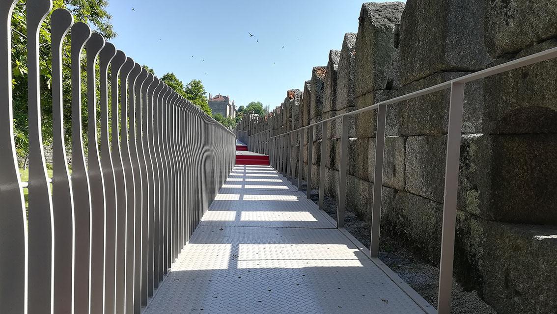 Percurso pedonal do Adarve