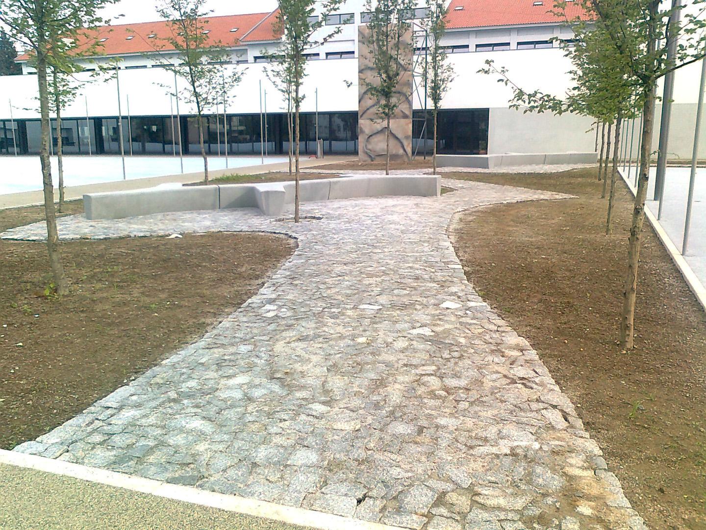 Arranjos exteriores na Escola Carlos Amarante